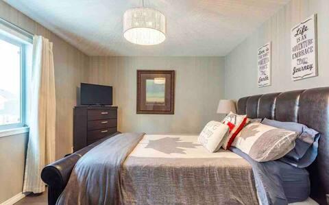 Comfortable Large Clean Room! Netflix!