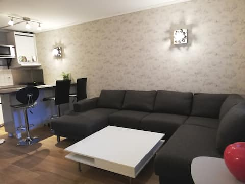 Feel Home, easy access to airport major attraction