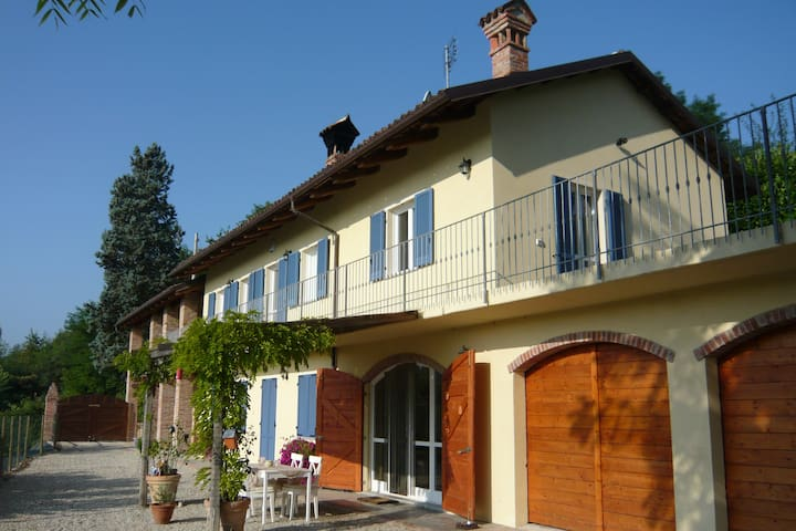 B&B Opera Buffa Canale Piemonte IT - Canale - Bed & Breakfast
