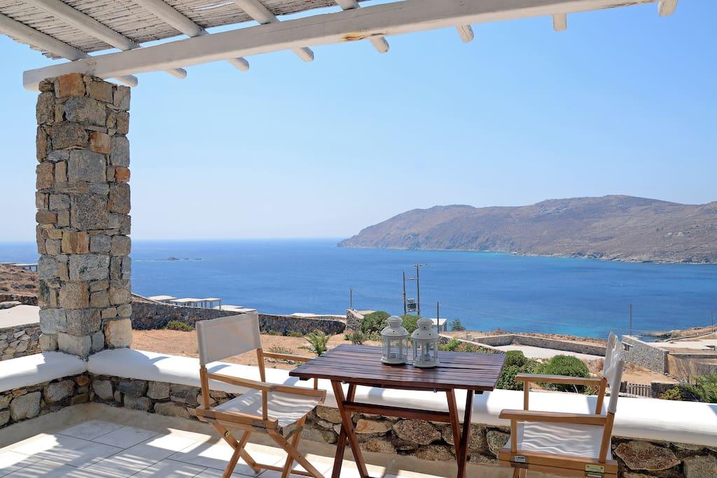 Casa almyra case delle cicladi grecia in affitto a for Piani di casa del revival greco