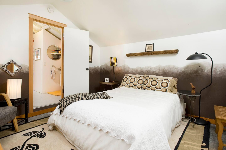 Cabin Bedroom for 2.