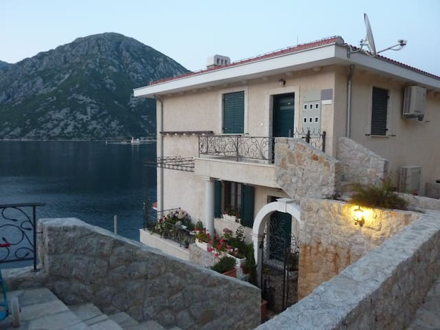 Exclusive seaside place in Boka! - Kostanjica - Wohnung