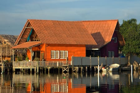 Orange Home Over The Water Rentals - Bocas del Toro District - Haus