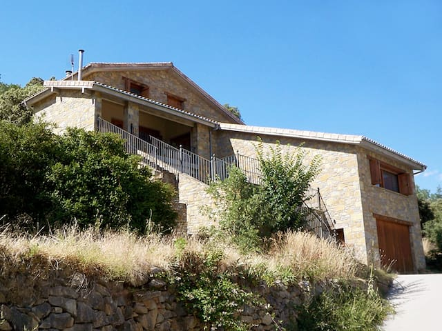 Beautiful detached house, Pyrenees - Visalibóns - House