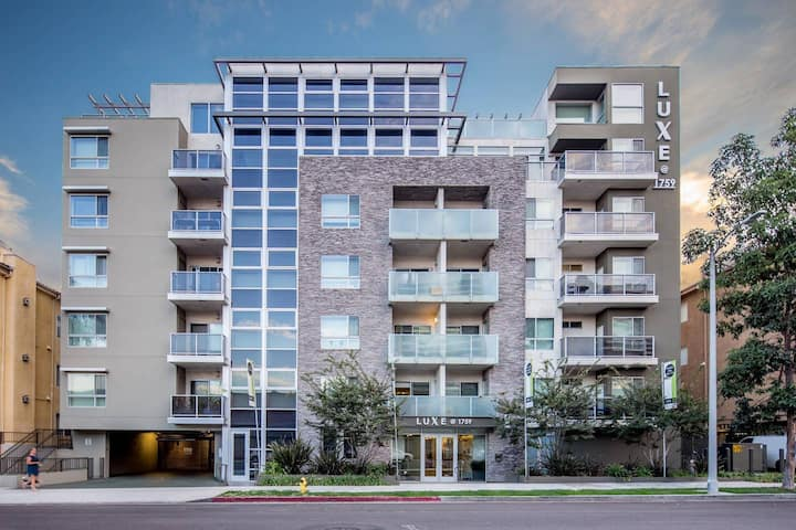 Stunning 1 Bedroom with a Balcony in Beautiful West LA+ Parking - 508