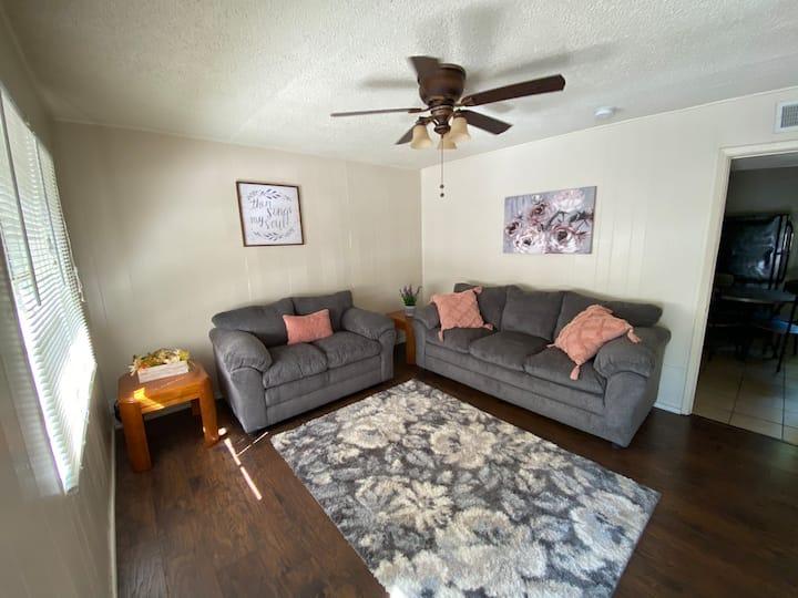 Cozy 2 Bedroom  in Historic Fairmount District
