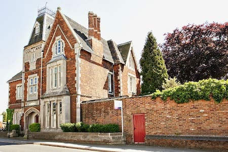 1820 Mansion with a tower, Leics - Earl Shilton - Casa