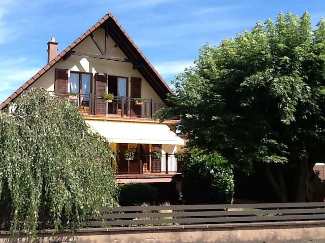 Breakfast & rooms in charming house - Sainte-Croix-aux-Mines - Bed & Breakfast