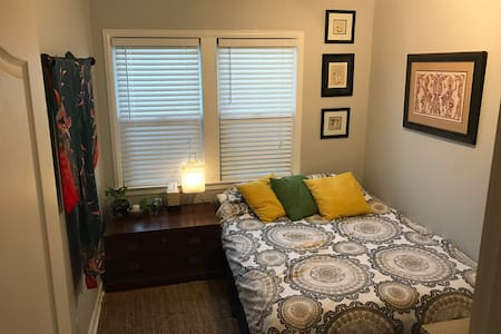 Private bedroom in a peaceful home - Fresno - Haus