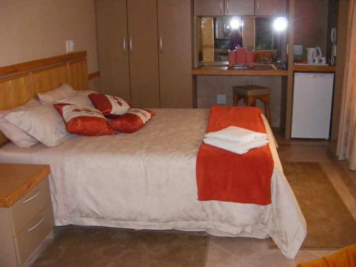 Deluxe Queen Room 3 @ Bubez Guesthouse