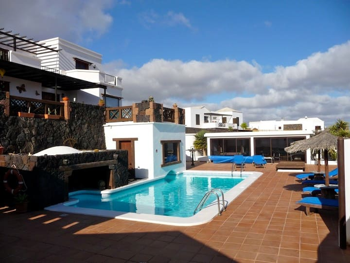 Villa Cristian with private pool in La Asomada