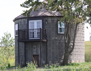 Sheah Blue Vineyard - The Corn Crib