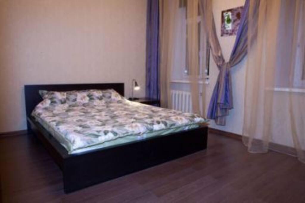 2-местная комната с ТВ и кондиционером.2500 руб - 1 гость, 2700 руб - 2 гостя. Возможна установка доп. кровати (300 рублей)