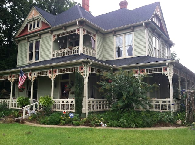 Rumble Seat Inn and Catering B&B