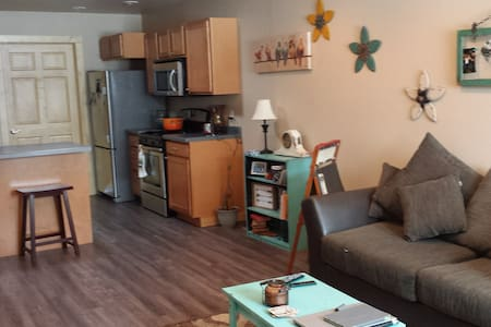 Sunny 2 bedroom in Lander w/all ammenities - Lander - Casa