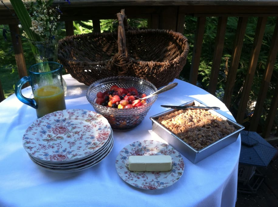 Southern breakfast out on the back deck
