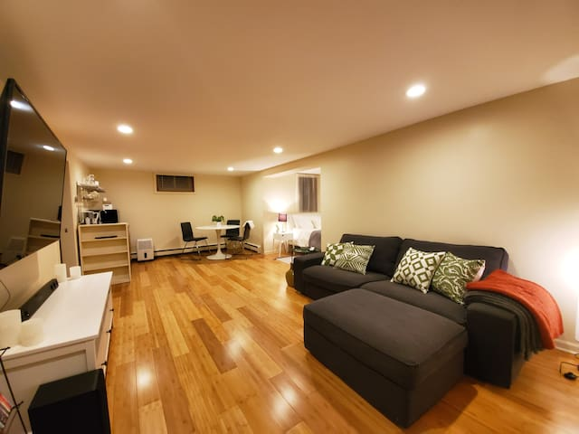 Private Basement Suite in Mpls's Arts District