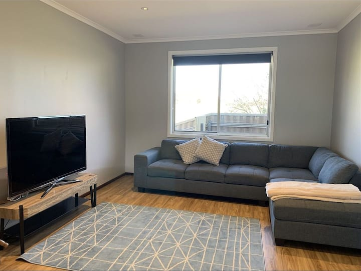 Solid Brick 3 Bedroom House Wifi /Foxtel /Serviced