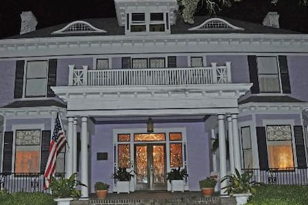 Wisteria Bed and Breakfast - Laurel - Aamiaismajoitus