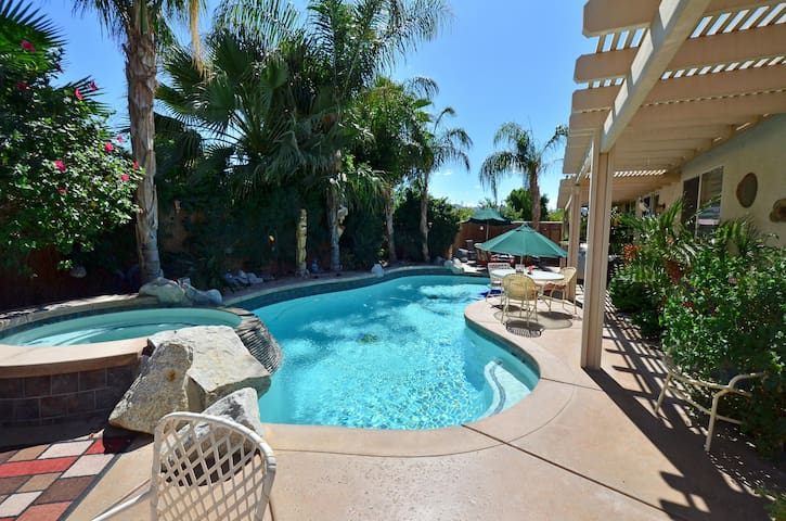 Private 2nd room in Indio with pool