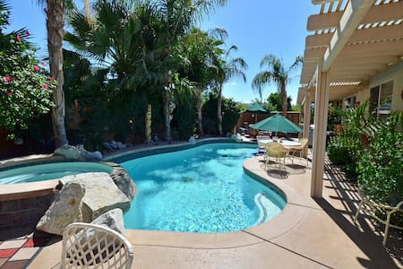 Private 2nd room in Indio with pool - Indi