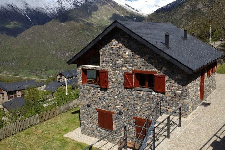 Casa pareada en encantador pueblo de Durro