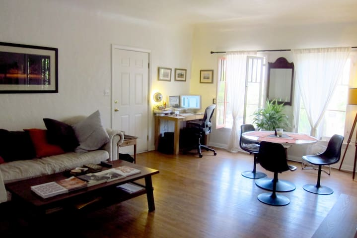 Gorgeous West Hollywood 1 Bedroom Apartments For Rent In Los Angeles California United States