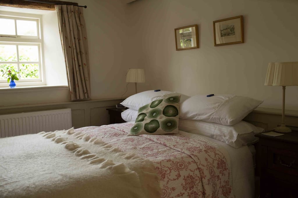 King size bed with four feather pillows