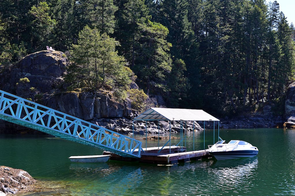 Float plane sailboat or boat you can park it here