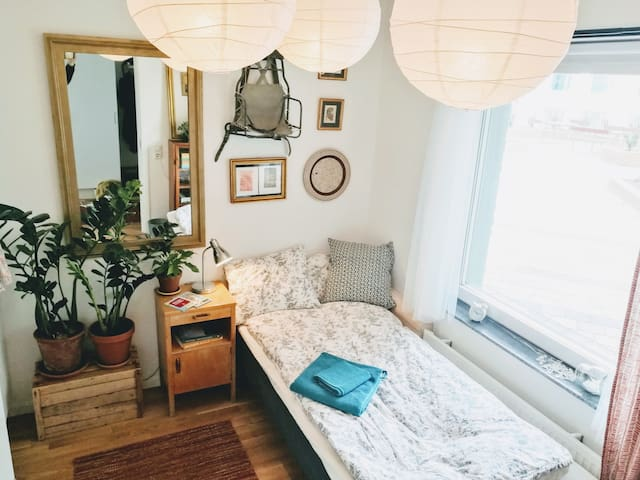 Lovely room in new apartment | Close to city