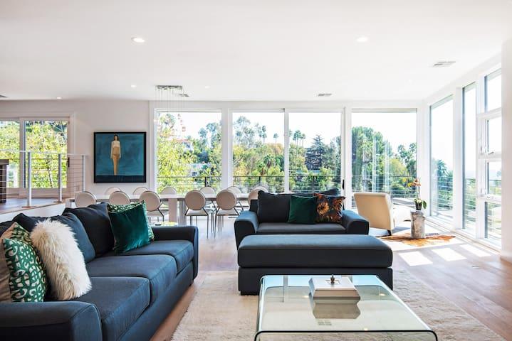 Hollywood Hills Villa with Breathtaking Views