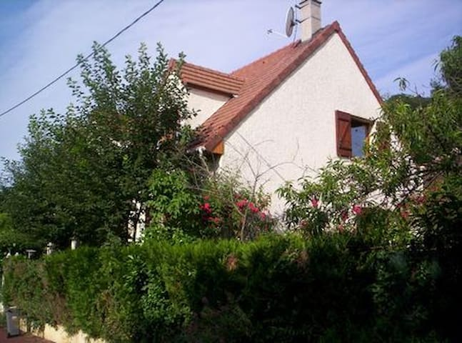 Room with view on garden 30 minutes from Paris - Bures-sur-Yvette - Casa