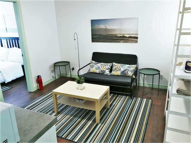 Economy 1Bed/1Bath Suite 1 Min from Subway (93-4)