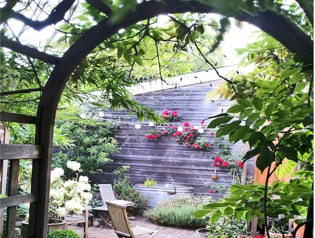 Private Garden Cottage - Berkeley - Cabin