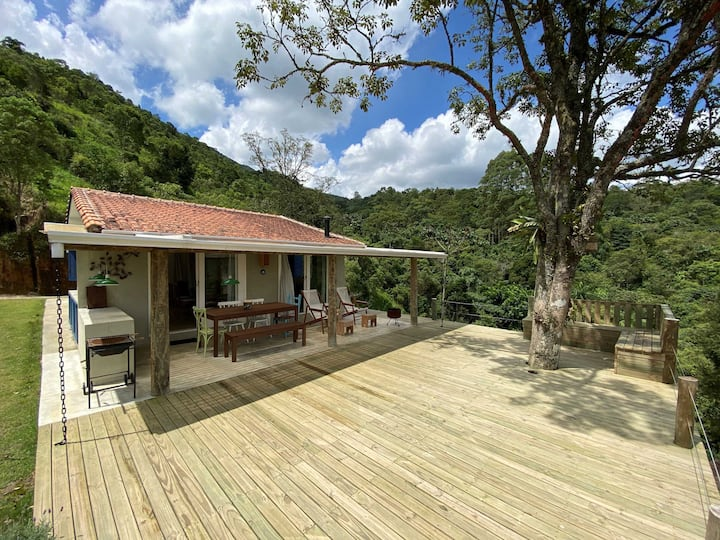Chalé e Charmosa casa de montanha com cachoeira