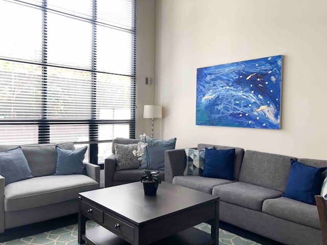 Modern Condo,walk to Gaslamp& ConventionCenter.