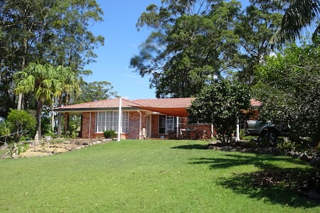 Guest Room in Gorgeous Gardens - Woolgoolga - House