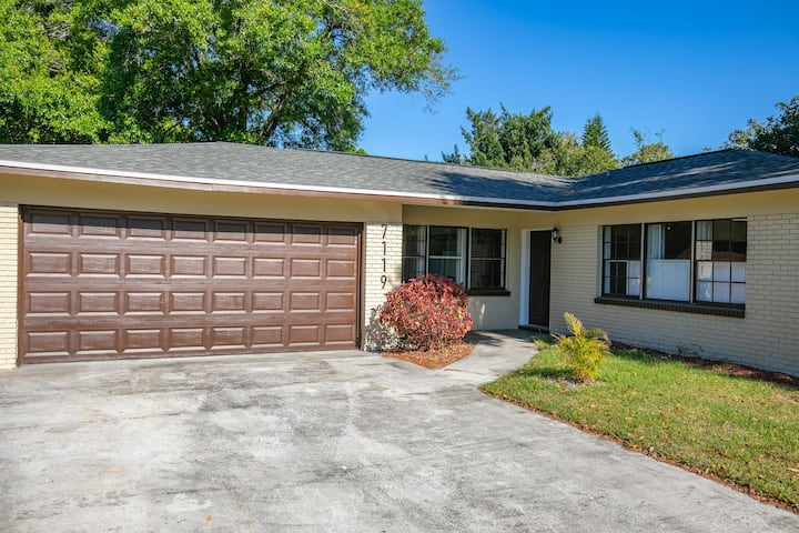 Conveniently Located Lakefront Home by HardRock