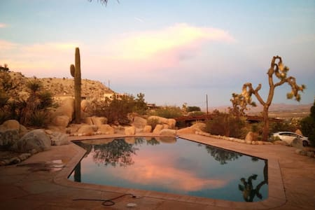 Mid-Century YV/JT Poolside Getaway - Yucca Valley