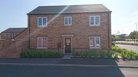 Cressbrook House. Private double room, shared home