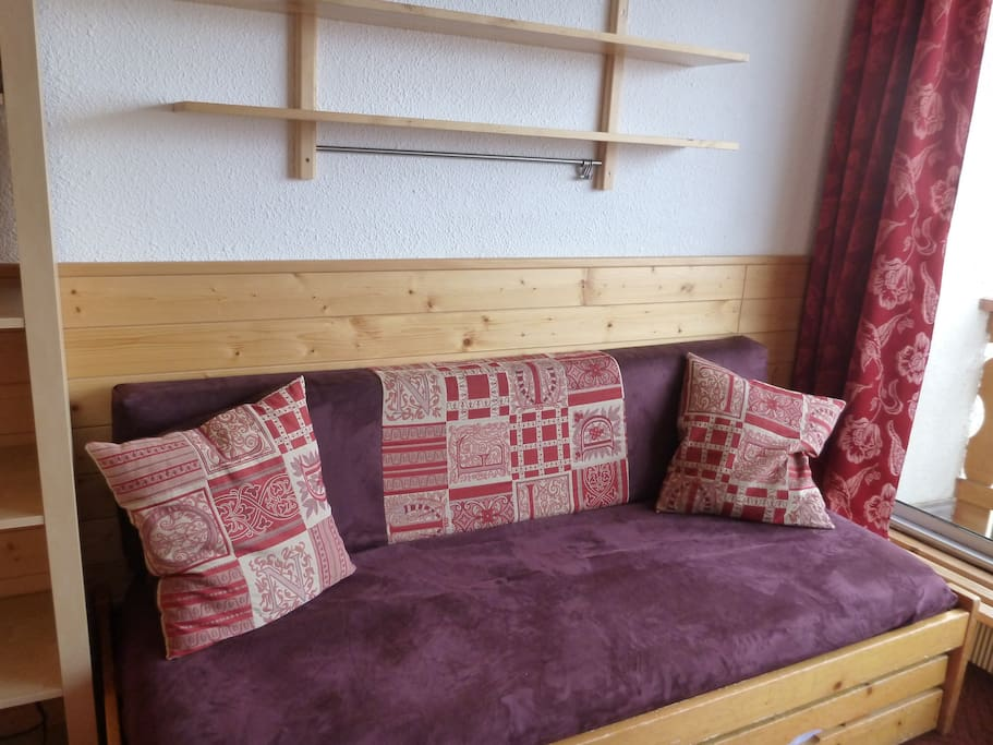 Canapé tiroir qui se transforme en lit 2 personnes