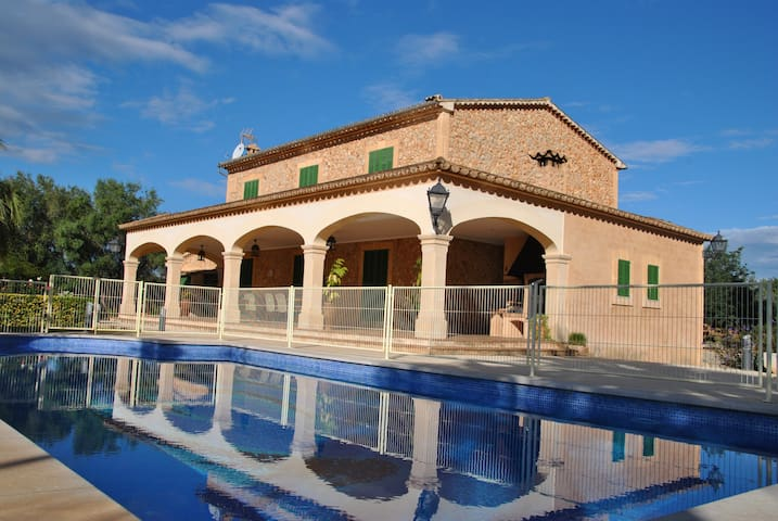 Traditional House with Pool