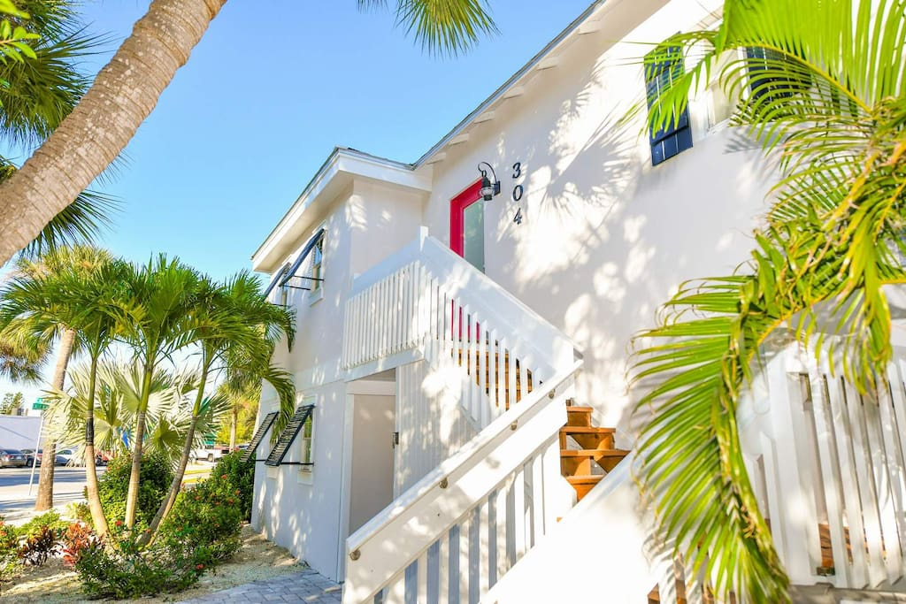 Beautiful 3 Bedroom Home. Stairs to Your Vacation Rental