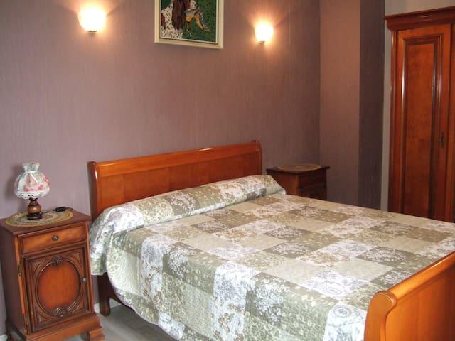 Chambre 5 avec lit 140
