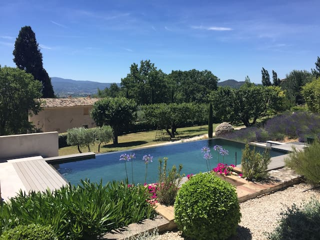 stunning pool & views of Luberon, walk to village - Saint-Saturnin-lès-Apt - อพาร์ทเมนท์