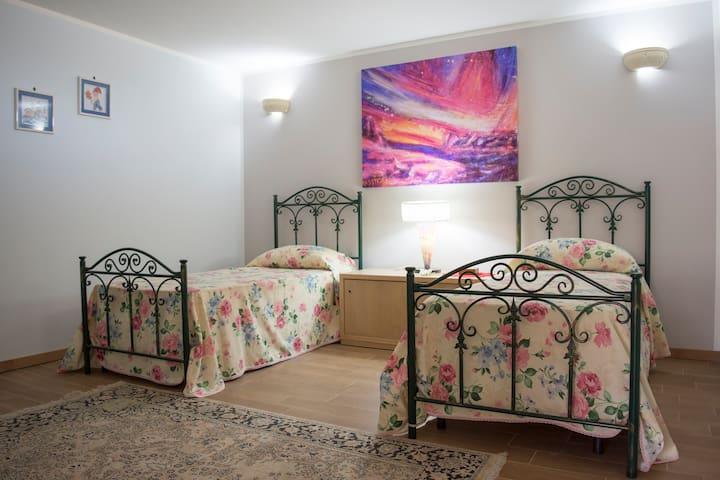 Speldida villa 4/6p.letto,3 camere,2 bagni,box aut - แกลลิโปลี - วิลล่า