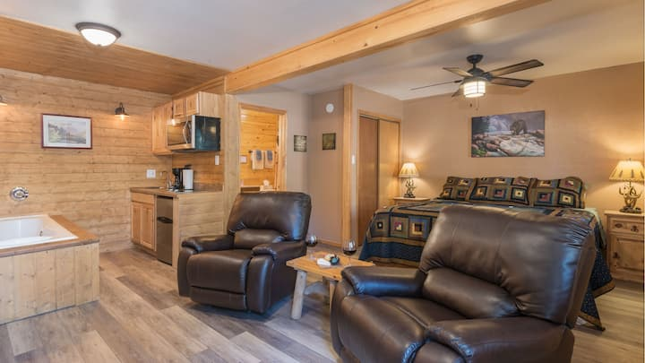 "Upper Canyon Inn & Cabins - ""Lodge 1""- Romantic"