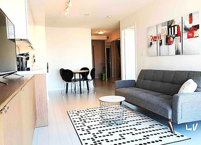 Luxurious 1+1 bedroom in the center of downtown