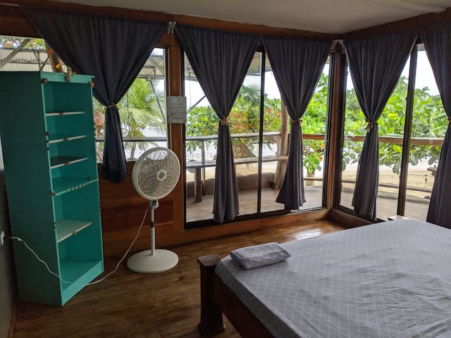 Lazy Loft: Oceanfront in the heart of Puerto Viejo