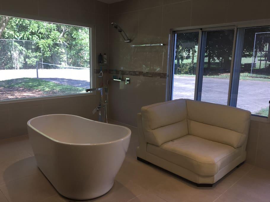 Shower Lounge